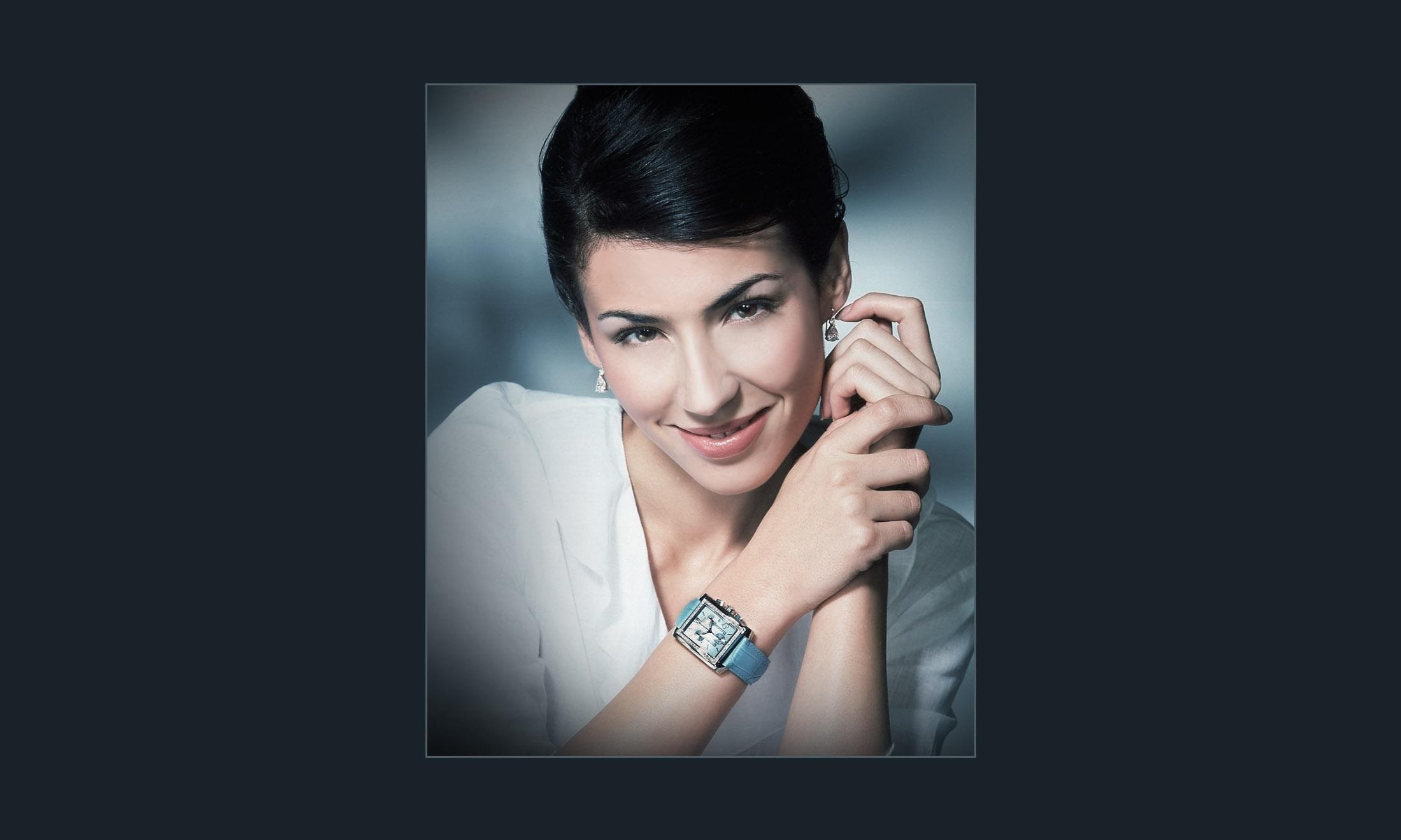 lady wearing Watch